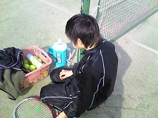 テニスに来てます